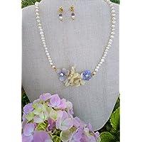 Flores en bio-resina, y Perlas de rio. Conjunto de collares y pendientes, hechos a mano, piedras semipreciosas. Hecho en…