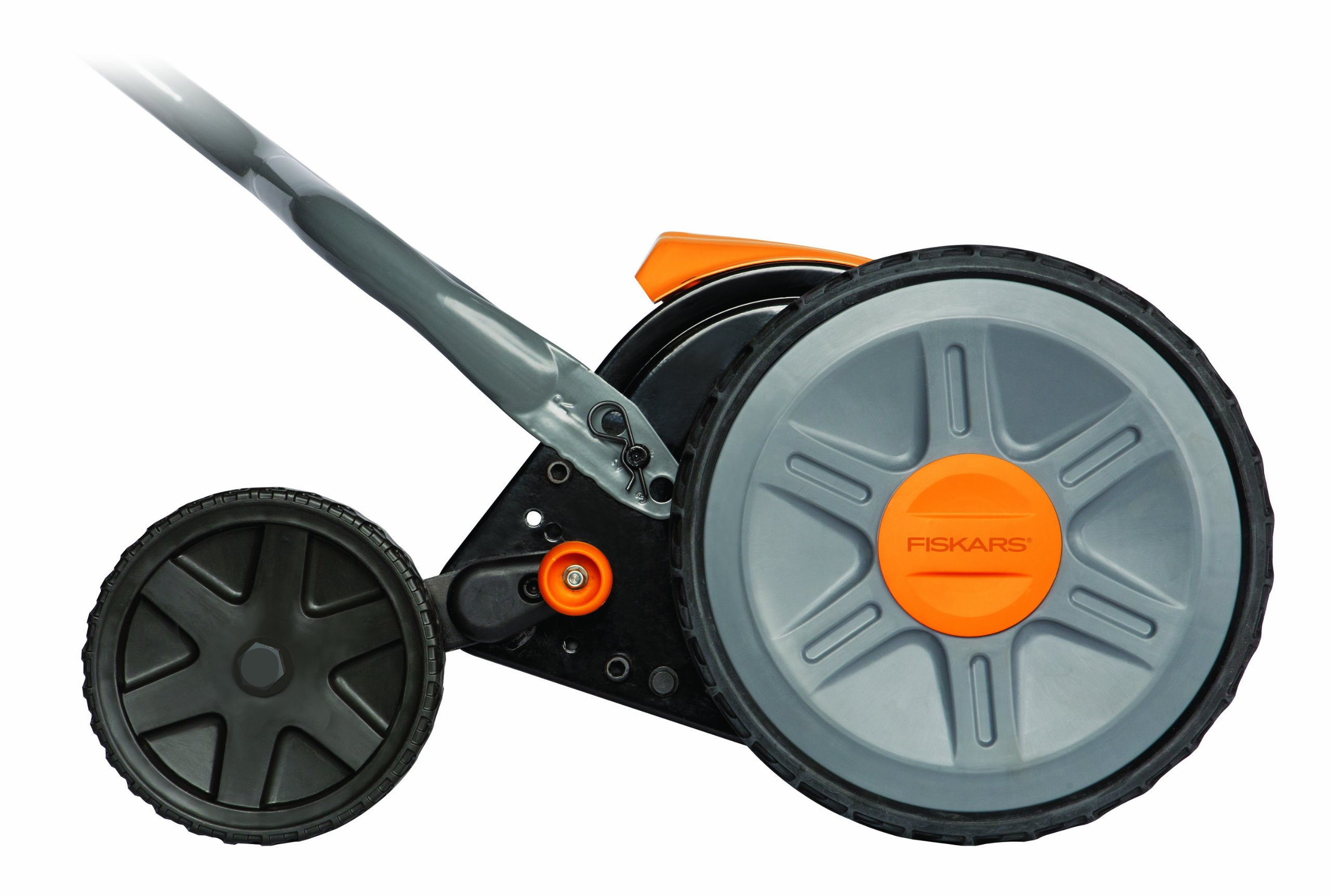 Fiskars 17 inch Staysharp Push Reel Lawn Mower (6208) (Pack of 2) 3 The smart design of our eco-friendly reel mower offers a cleaner cut without the hassles of gasoline, oil, battery charging, electrical cords or loud engine noise A combination of advanced technologies make the StaySharp Reel Mower 30 percent easier to push than other reel mowers Patent-pending InertiaDrive Reel delivers 50 percent more cutting power to blast through twigs, weeds and tough spots that would jam other reel mowers