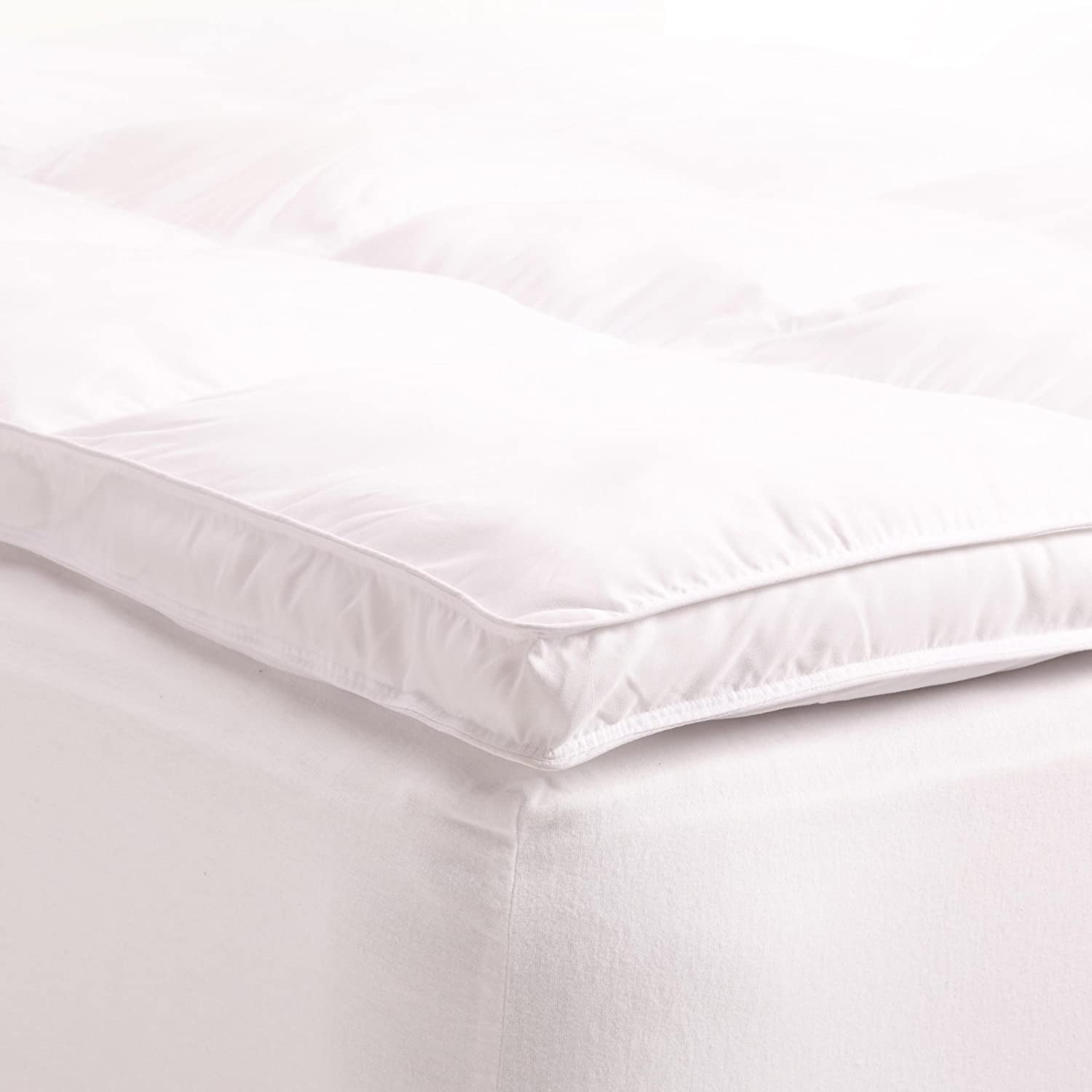 "Amazon.com: Superior Queen Mattress Topper, Hypoallergenic White Down  Alternative Featherbed Mattress Pad - Plush, Overfilled, and 2"" Thick: Home  & Kitchen"