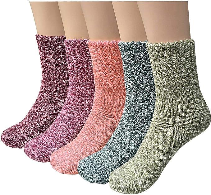 寒从脚下起,女人要脸上漂亮,就要从足底保暖开始。羊毛绒保暖袜,温柔呵护。