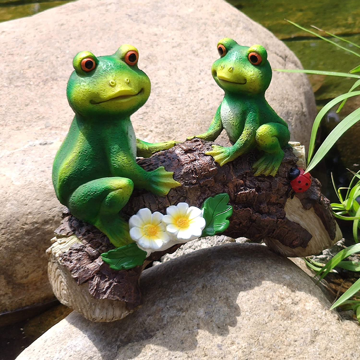 """FANN Mr. and Mrs. Frog on Wood Bridge Statue for Garden Decoration Patio, Yard Pond, Lawn Art Ornament Outdoor Resin 8.5"""" x 7"""""""