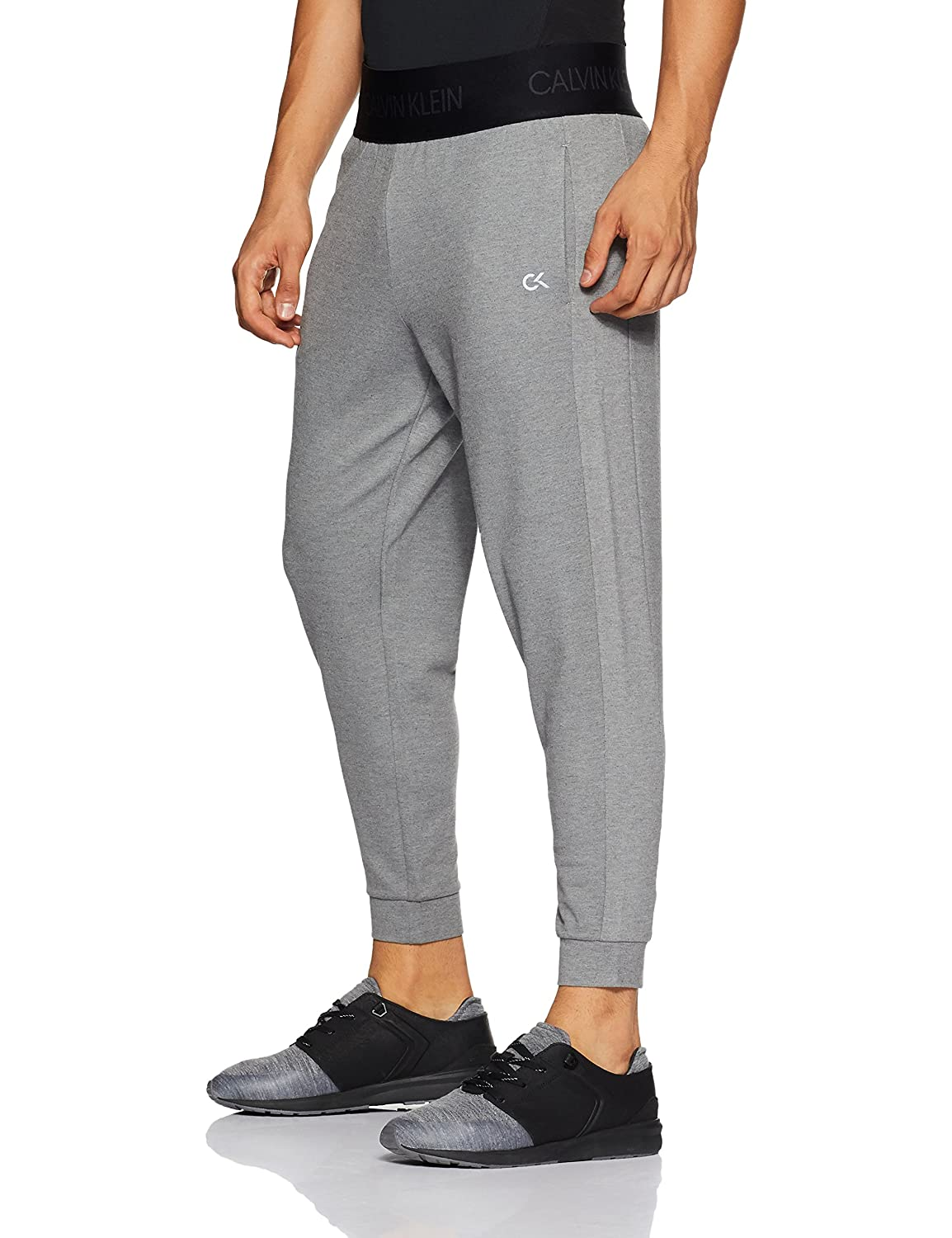 a470efda0ac1 Calvin Klein Performance Logo Waistband Regular Fit Jogger  Amazon.in   Clothing   Accessories