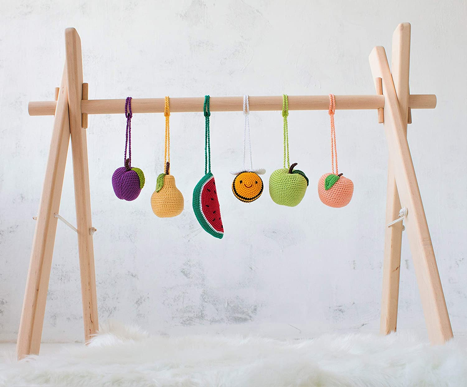 Bee and fruits Baby wood baby play gym by LanaCrocheting. Wooden baby gym frame with 6 crochet mobiles rattles