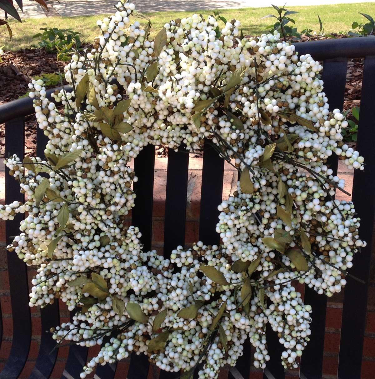 Flora Decor Bountiful Berry Wreath 24'' - Cream/Green
