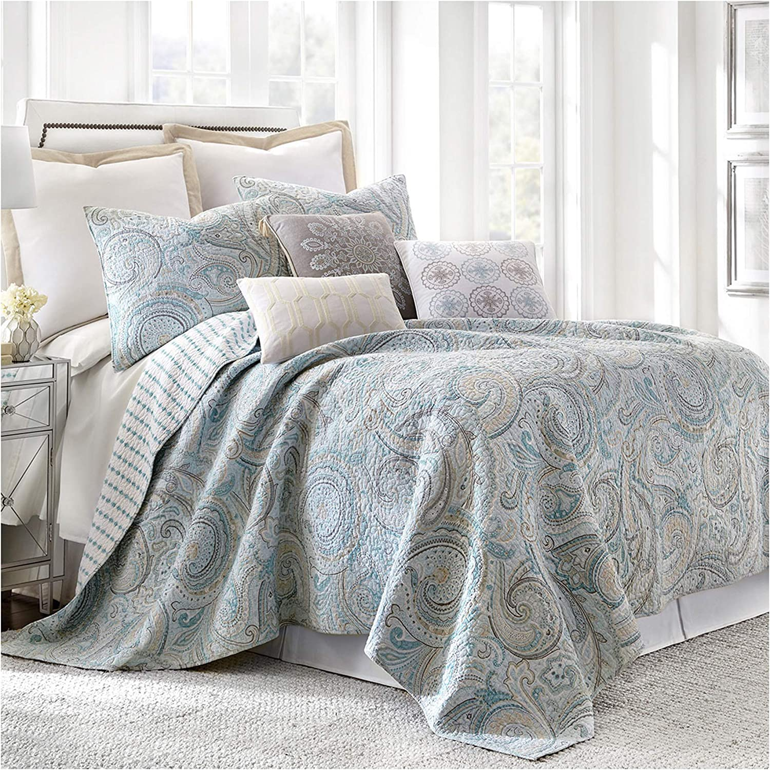 Amazon Com Levtex Home Spruce Spa Quilt Set King Two Pillow Shams Paisley Pattern In Soft And Tan Hues Size 106 X 92