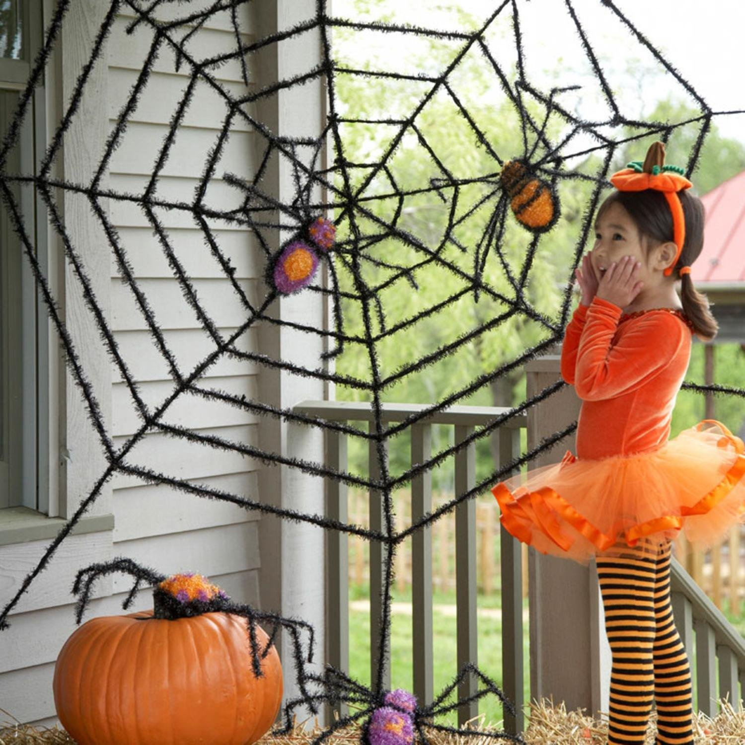 amazoncom giant spider web and giant spiders halloween decoration patio lawn garden - Halloween Spider Web Decorations