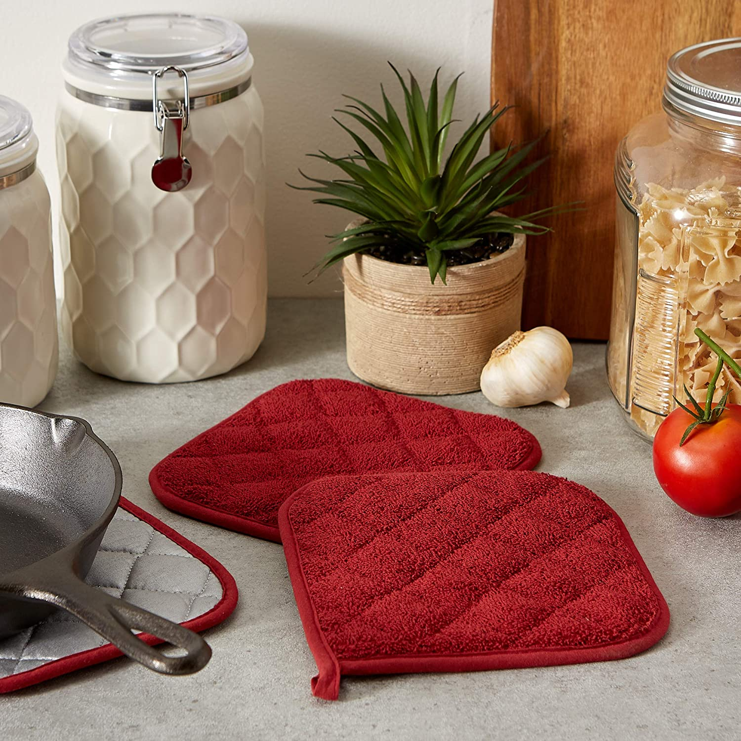 Quilted Terry Oven Set Machine Washable 7 x 7 3 Piece Barn Red DII 100/% Cotton Heat Resistant with Hanging Loop Potholder