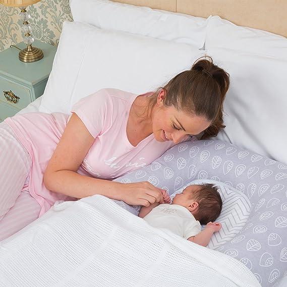 Clevamama Mum2me Cojín de Maternidad y Nido de Bebés - Flechas