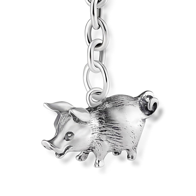 e2f9f67dd131 El cerdo es un símbolo de la suerte y la abundancia. Esta delicada figura  de plata alemana es perfecta para colocarla como llavero y llevarla siempre  ...