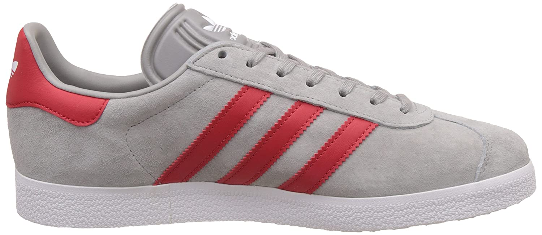 adidas Gazelle, Baskets Basses Mixte Adulte, Gris (Medium Grey Heather Solid Grey/Scarlet/Footwear White), 41 1/3 EU