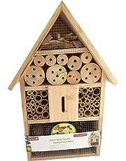 Maison/hôtel/abri pour insectes/abeilles/punaise dans le jardin et la pelouse.