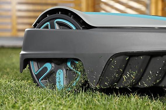 Cepillos para ruedas GARDENA: limpieza duradera de las ruedas de su robot cortacésped, compatibles con SILENO city, smart SILENO city, ...