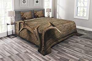 Ambesonne Antlers Bedspread, Deer Antlers on Wood Table Rustic Texture Surface Hunting Season Fall Gathering Art, Decorative Quilted 3 Piece Coverlet Set with 2 Pillow Shams, Queen Size, Umber