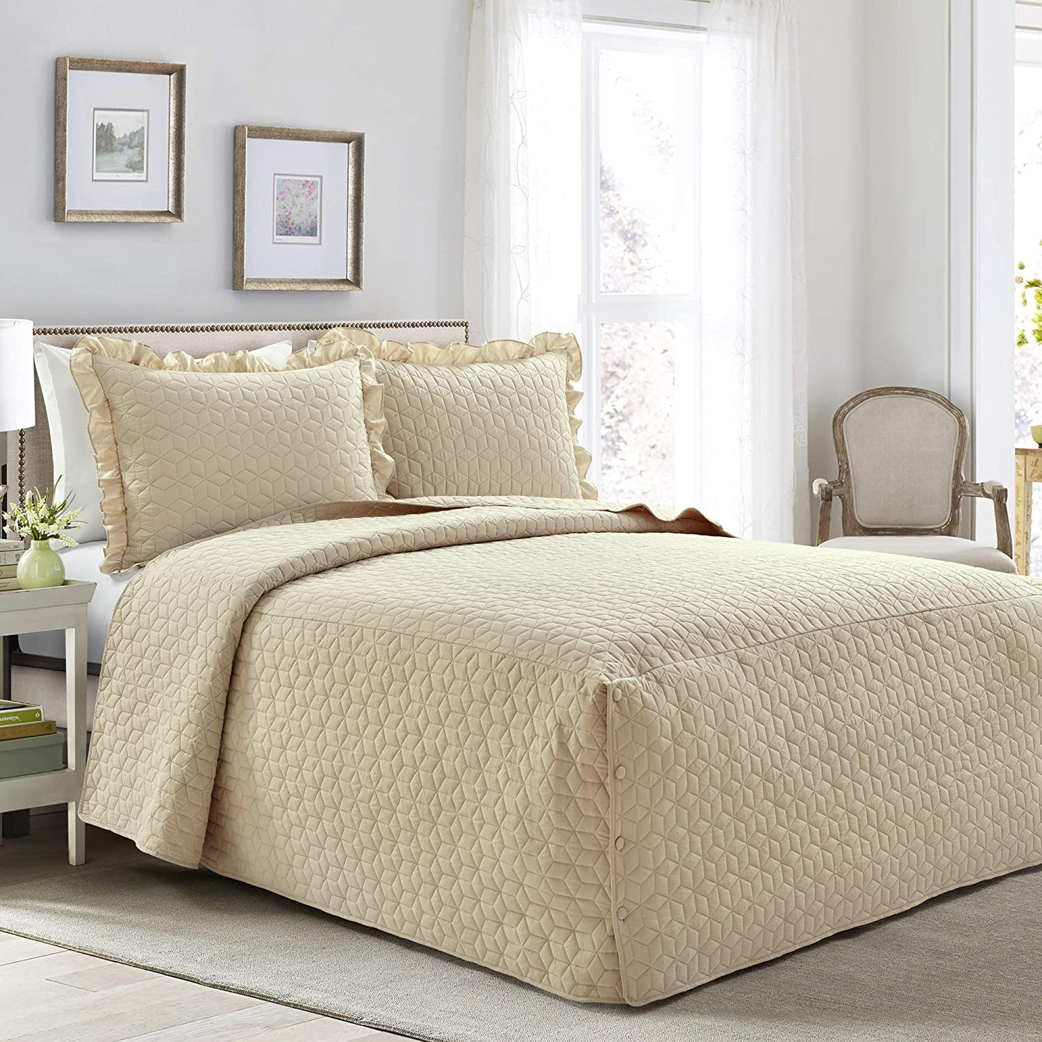 Lush Decor French Country Geo Ruffle Bedding, 3-Piece Bedspread Set (Queen, Neutral)