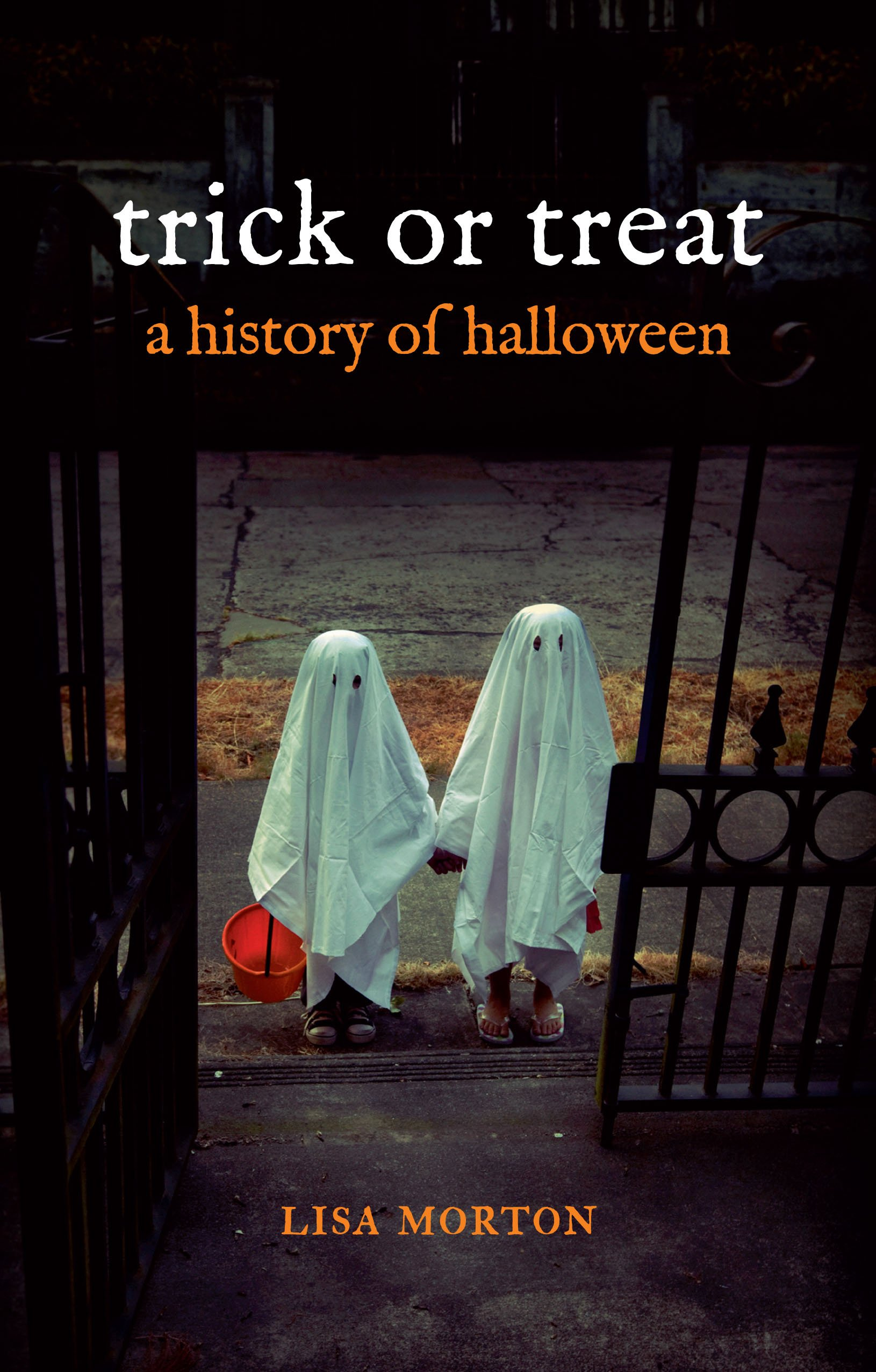 c14b993c59c Trick or Treat: A History of Halloween: Lisa Morton: 9781780231877 ...
