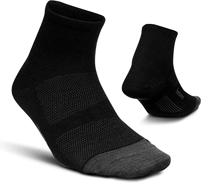 SIZE MEDIUM BLACK FEETURES ULTRA LIGHT PERFORMANCE QUARTER SOCK