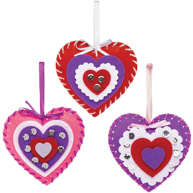AT355 -Loisirs cr/éatifs de Saint Valentin Enfants Baker Ross Kits de Couture d/écorations c/œurs Paquet de 3