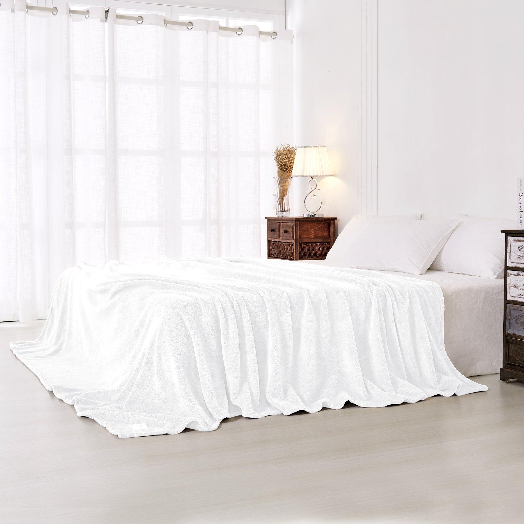 Guken Coral Fleece Super Soft Throw Blanket Warm Lightweight All Season Microfiber Throw Blanket for Bed or Couch (Queen, White)