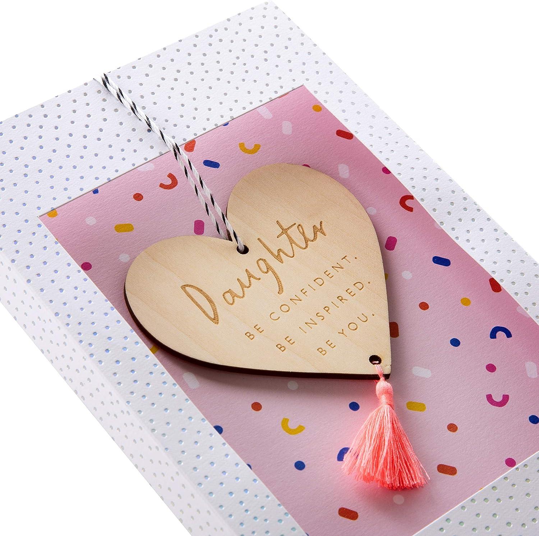 biglietto di auguri di compleanno per figlia Hallmark con decorazione in legno