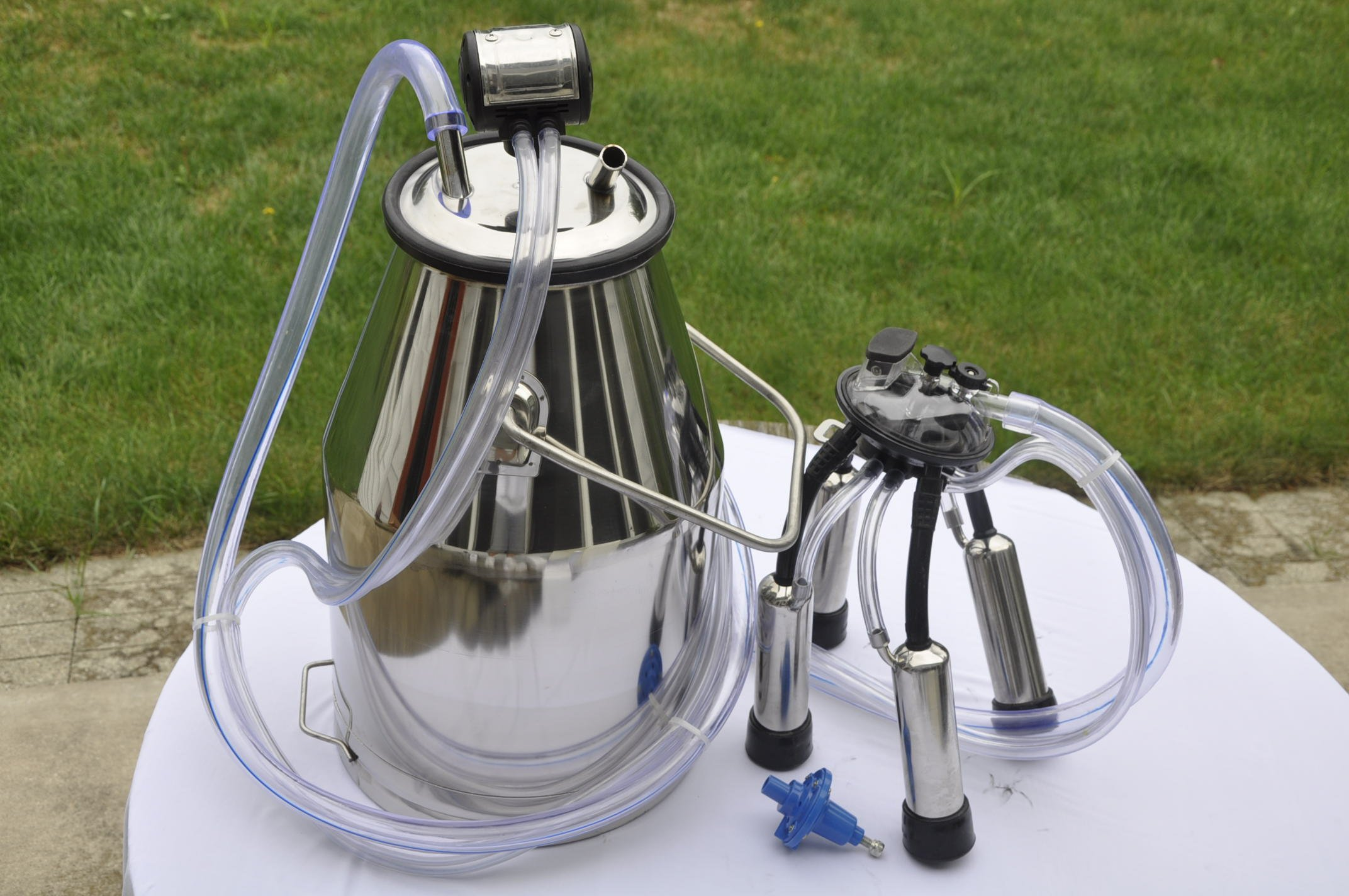 Milker Machine for Small Farm Single Cow Milking Station Portable 25 liter SS Bucket Pulsator Claw milk Shell with Liners and the hardware Clear PVC Flex Hose