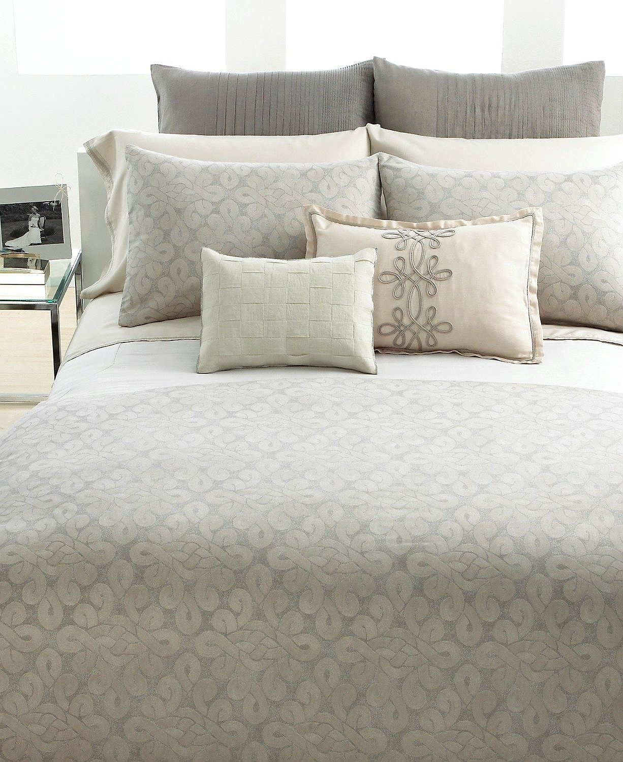 Vera Wang Love Knots Duvet Cover, Platinum, Queen