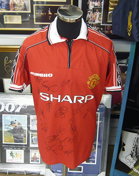 8b4b95d45 Manchester Utd 1999 Treble Shirt Genuine Hand SIGNED Autographs AFTAL UACC  RD  Amazon.co.uk  Kitchen   Home