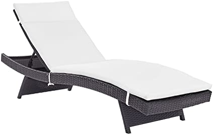 Amazon.com: Biscayne chaise longue con cojín blanco: Jardín ...