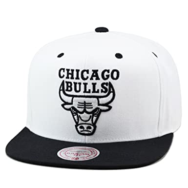 a49ba86ff7f59 Image Unavailable. Image not available for. Color  Mitchell   Ness Chicago  Bulls Snapback Hat Cap White Black Silver Logo