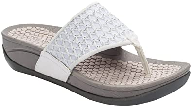 1ab1e0940 Image Unavailable. Image not available for. Color  BareTraps Womens Dasie Thong  Sandals ...