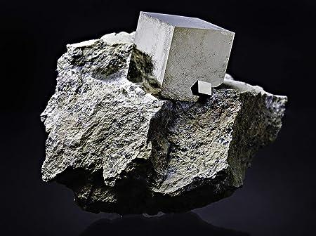 Astro Gallery of Gems - Cubo pirita sobre basalto de Navajun, España: Amazon.es: Hogar