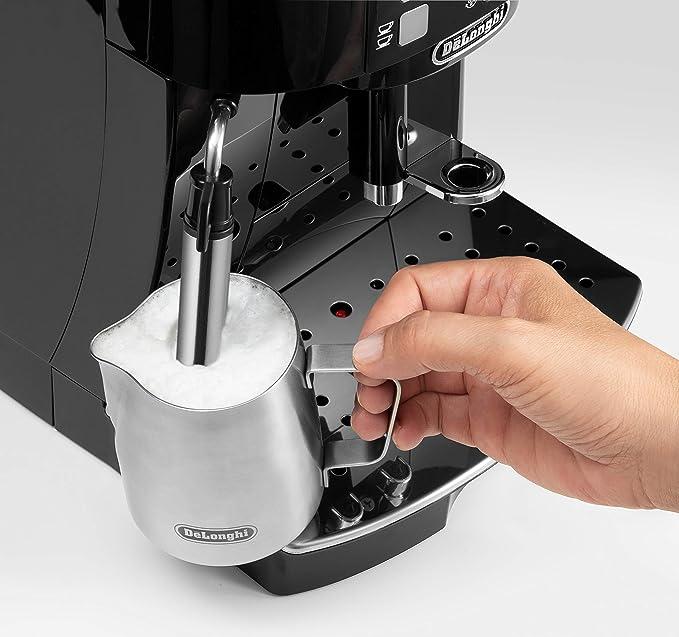 DeLonghi Magnifica S ECAM 21.116.B Kaffeevollautomat schwarz Direktwahltasten und Drehregler, Milchaufsch/äumd/üse, Kegelmahlwerk 13 Stufen, Herausnehmbare Br/ühgruppe, 2-Tassen-Funktion