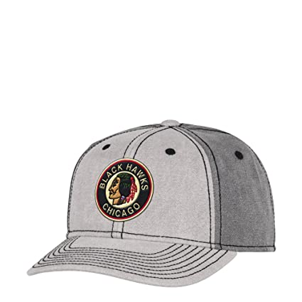 purchase cheap c5e82 92026 Image Unavailable. Image not available for. Color  CCM Chicago Blackhawks  Vintage Two Tone Grey Structure Adjustable Snapback Hat
