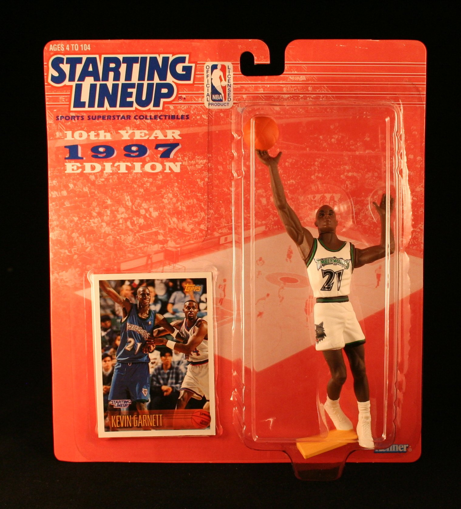 KEVIN GARNETT / MINNESOTA TIMBERWOLVES * 1997 * NBA Kenner Starting Lineup & Exclusive TOPPS Collector Trading Card
