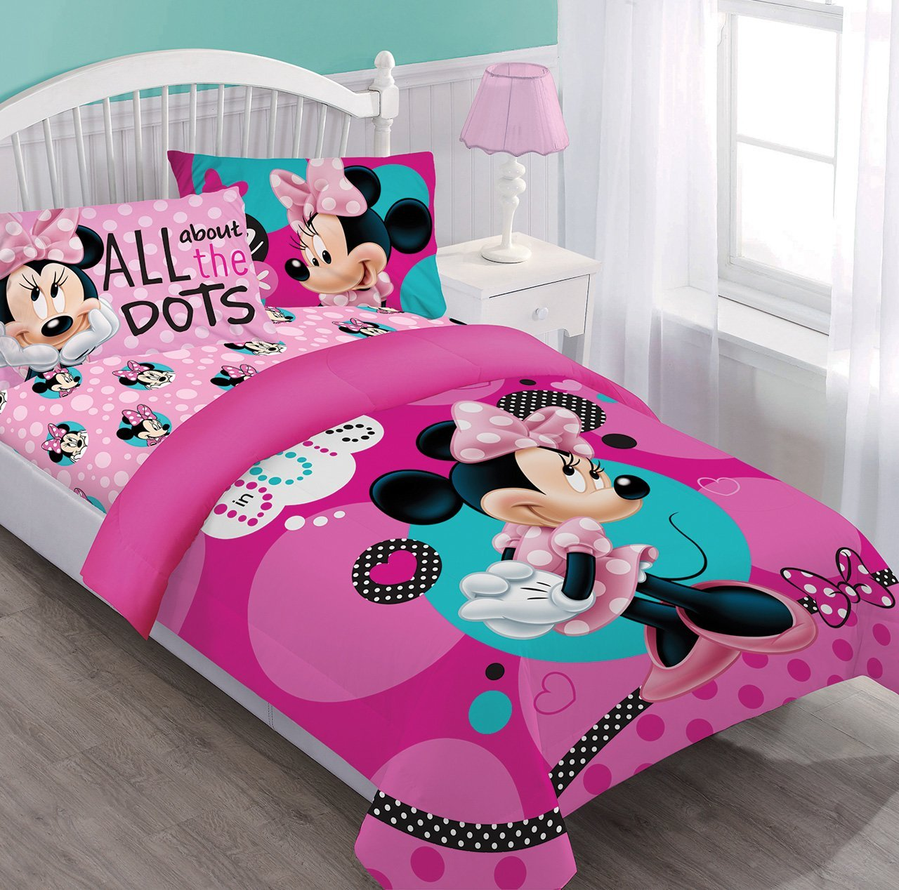 amazoncom disney minnie dreaming in dots twin comforter set wfitted sheet home kitchen - Minnie Mouse Bed Set