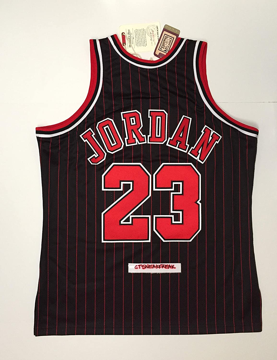 5900723f06ae Amazon.com   Mitchell   Ness Michael Jordan 95-96 Chicago Bulls Jersey 48  XL   Sports Fan Jerseys   Sports   Outdoors