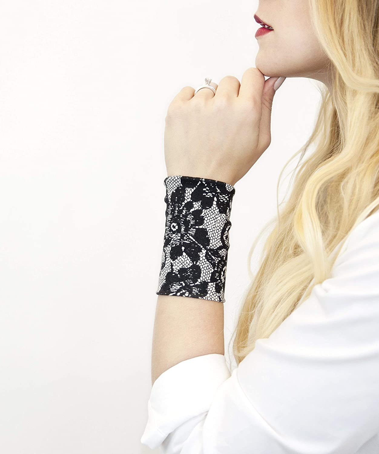 Adjustable cuff bracelet in black and white fabrics