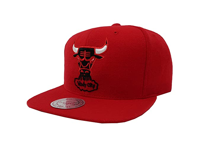 e4d471f0f96 Amazon.com  Mitchell   Ness Wool Solid Mens Snapback Hat Red  Sports ...