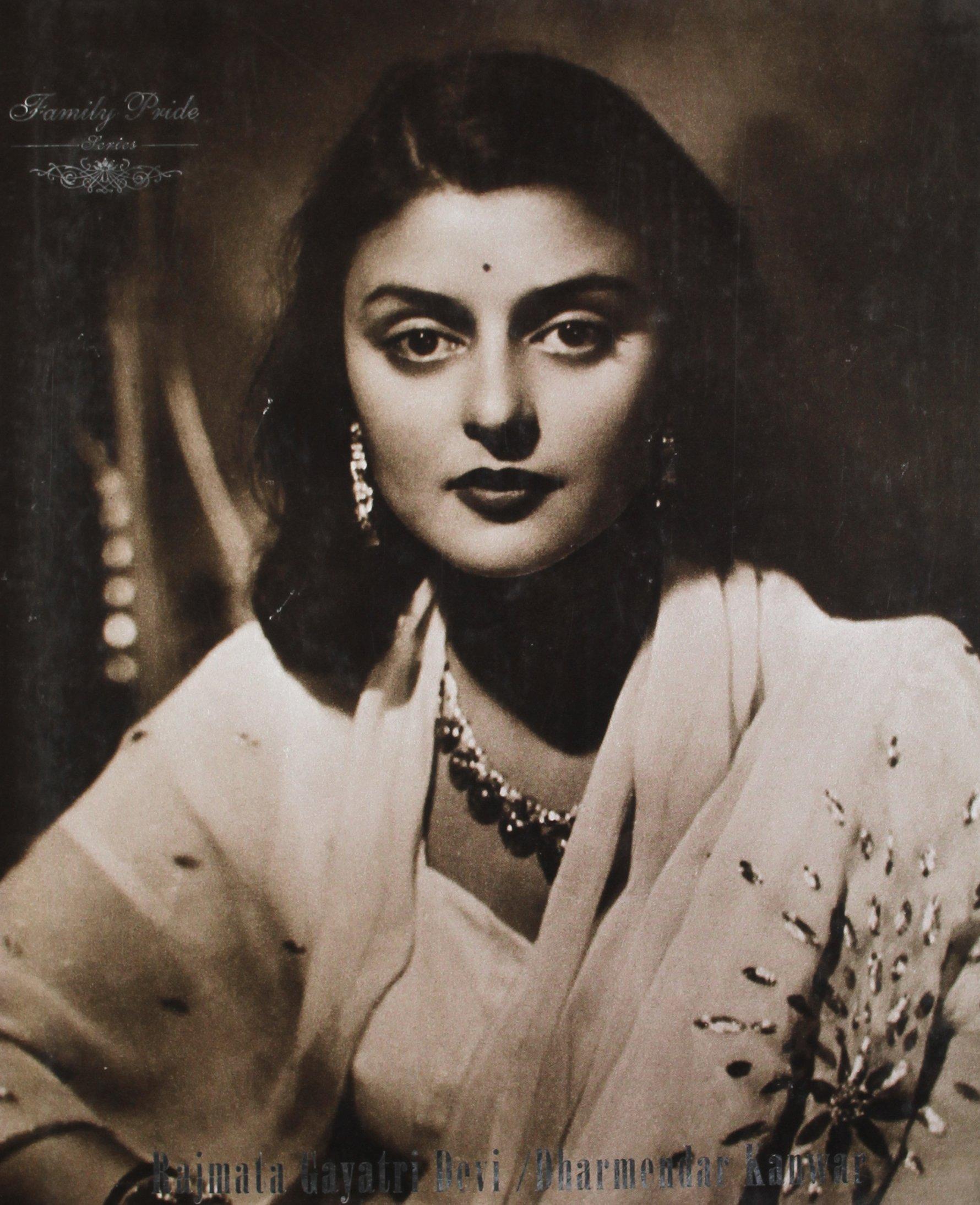 Rajmata Gayatri Devi: Enduring Grace by Roli Books Pvt Ltd