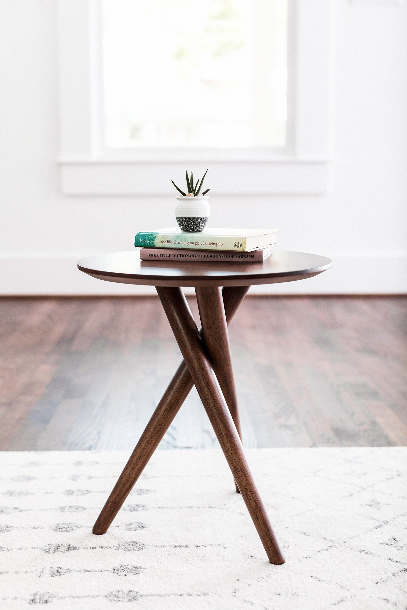 EDLOE FINCH - Gus Small End Table for Living Room - Mid Century Modern End Table - Round - Walnut Wood by Edloe Finch