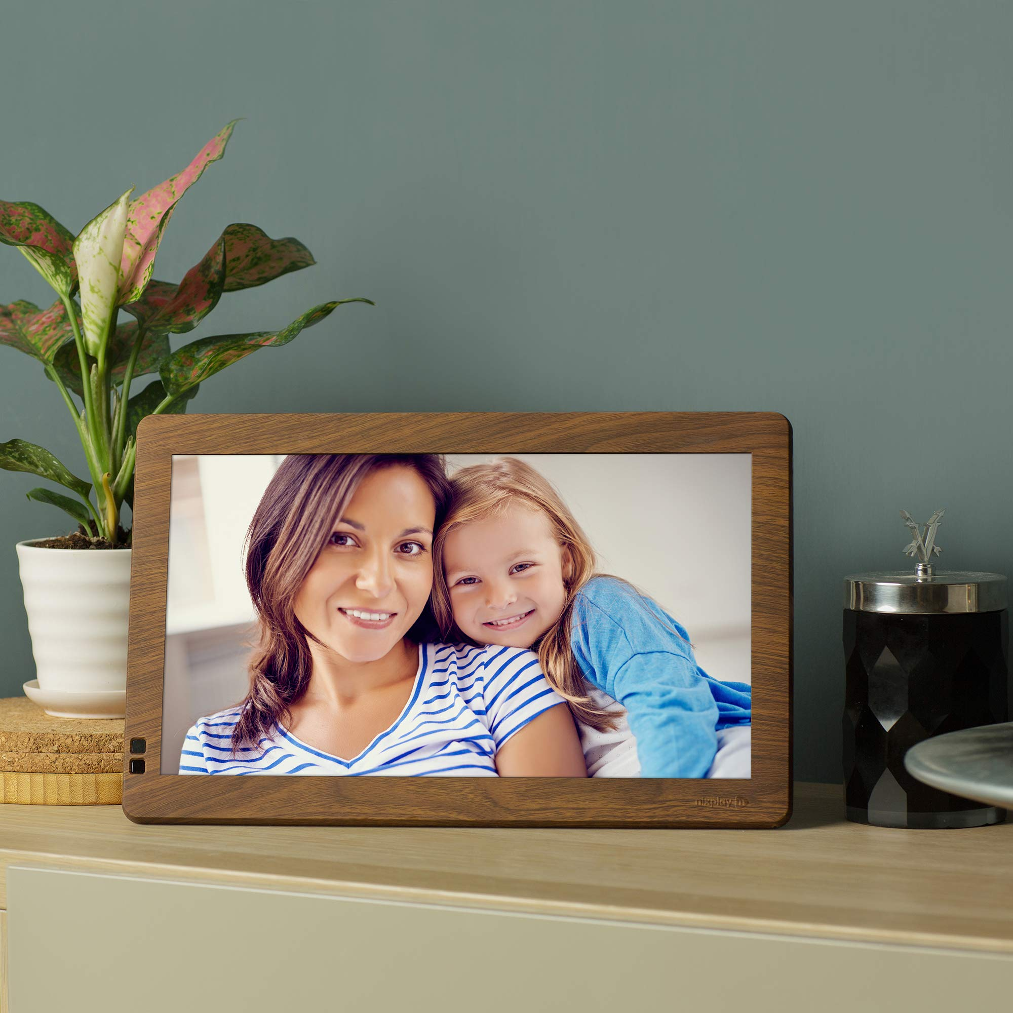 Nixplay Seed 10.1 Inch Widescreen Digital WiFi Photo Frame W10B Wood Effect - Digital Picture Frame with IPS Display and 10GB Online Storage, Display and Share Photos via Nixplay Mobile App by nixplay (Image #5)