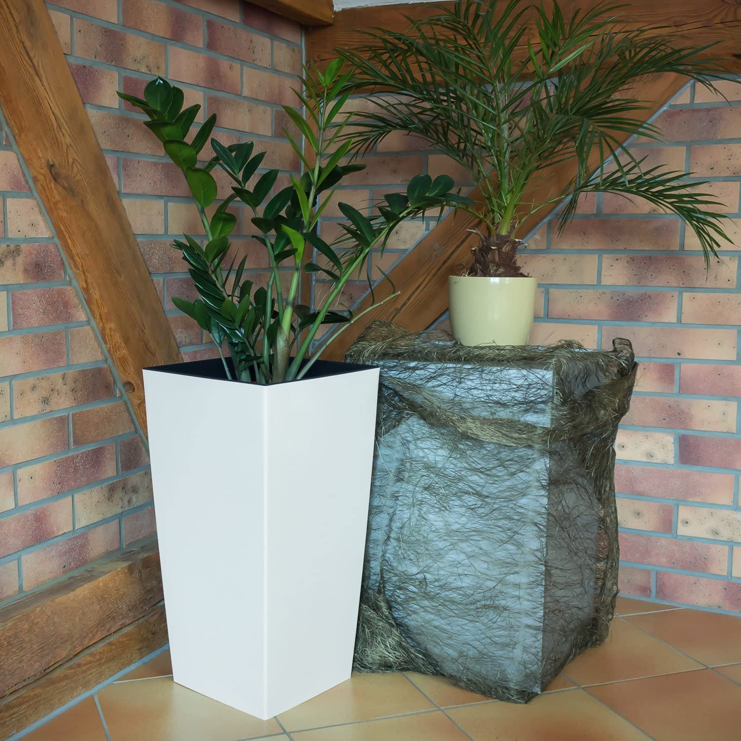 7 colours XL size Anthracite URBI 50 cm tall plastic flower pot with internal liner