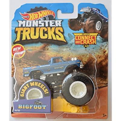 Hot Wheels Monster Jam 1:64 Scale Bigfoot 19/50 Giant Wheels Includes Connect and Crash car: Toys & Games