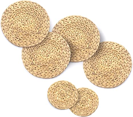 Amazon Com Set Of 4 Natural Water Hyacinth Placemats 11 8inch Plus 2 Matching Natural Weave Pot Holders 7inch Set Of Hand Woven Round Braided Rattan Placemats And Table Mats For Dining Table Kitchen
