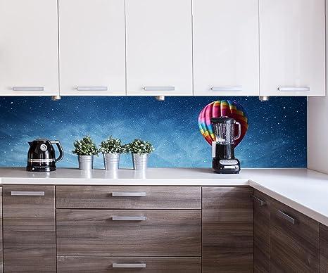 Retrocucina muro mongolfiera volare sopra mare scuro blu