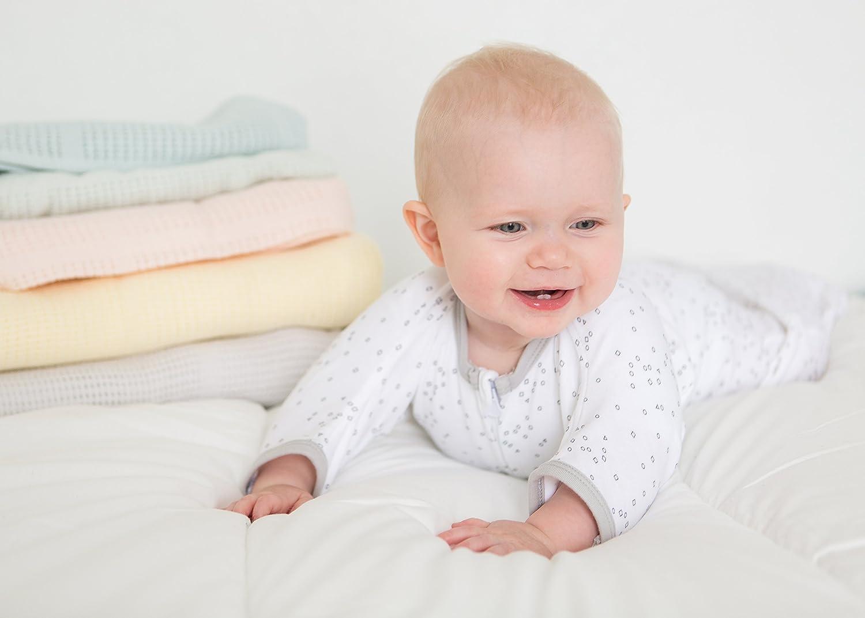 Amazing Baby by SwaddleDesigns 1 saquito de dormir y 2 mantas Set de regalo para beb/é de 3 piezas