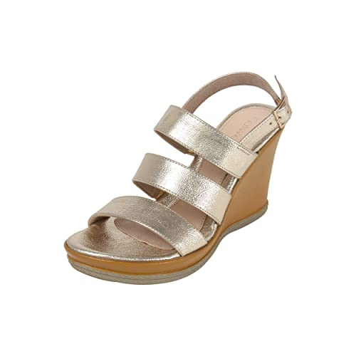 339bc9f9dfc0f2 Catwalk Gold Wedges Sandals for Women s  Buy Online at Low Prices in India  - Amazon.in