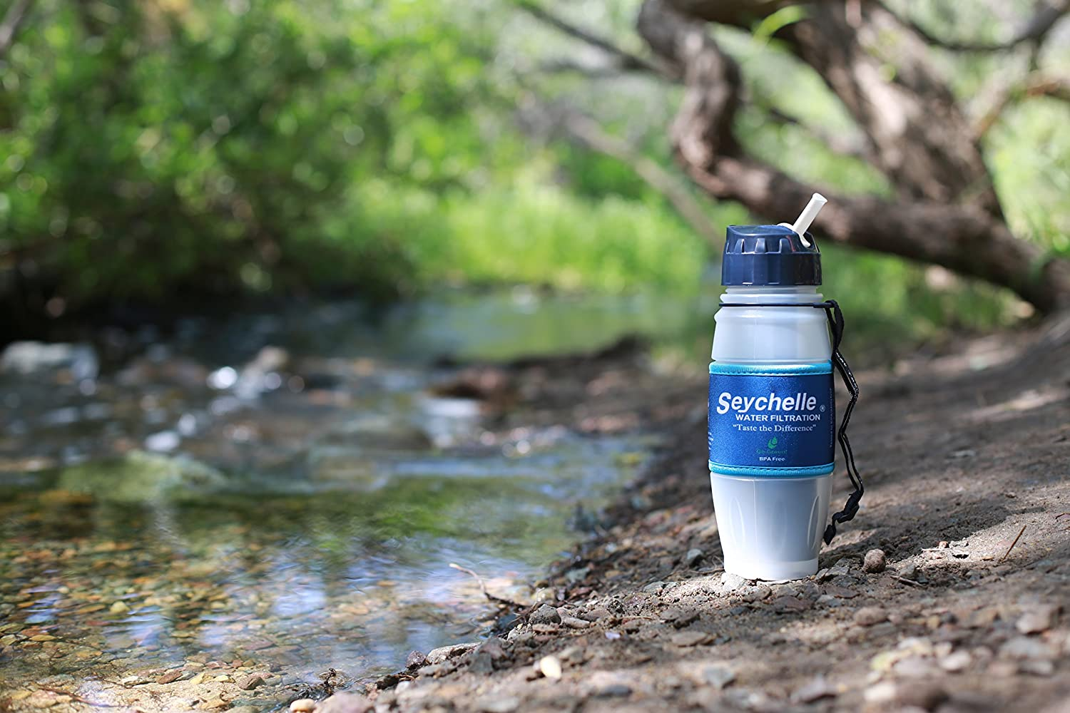 Seychelle 26-ounce High-End Portable Filtering Water Bottle