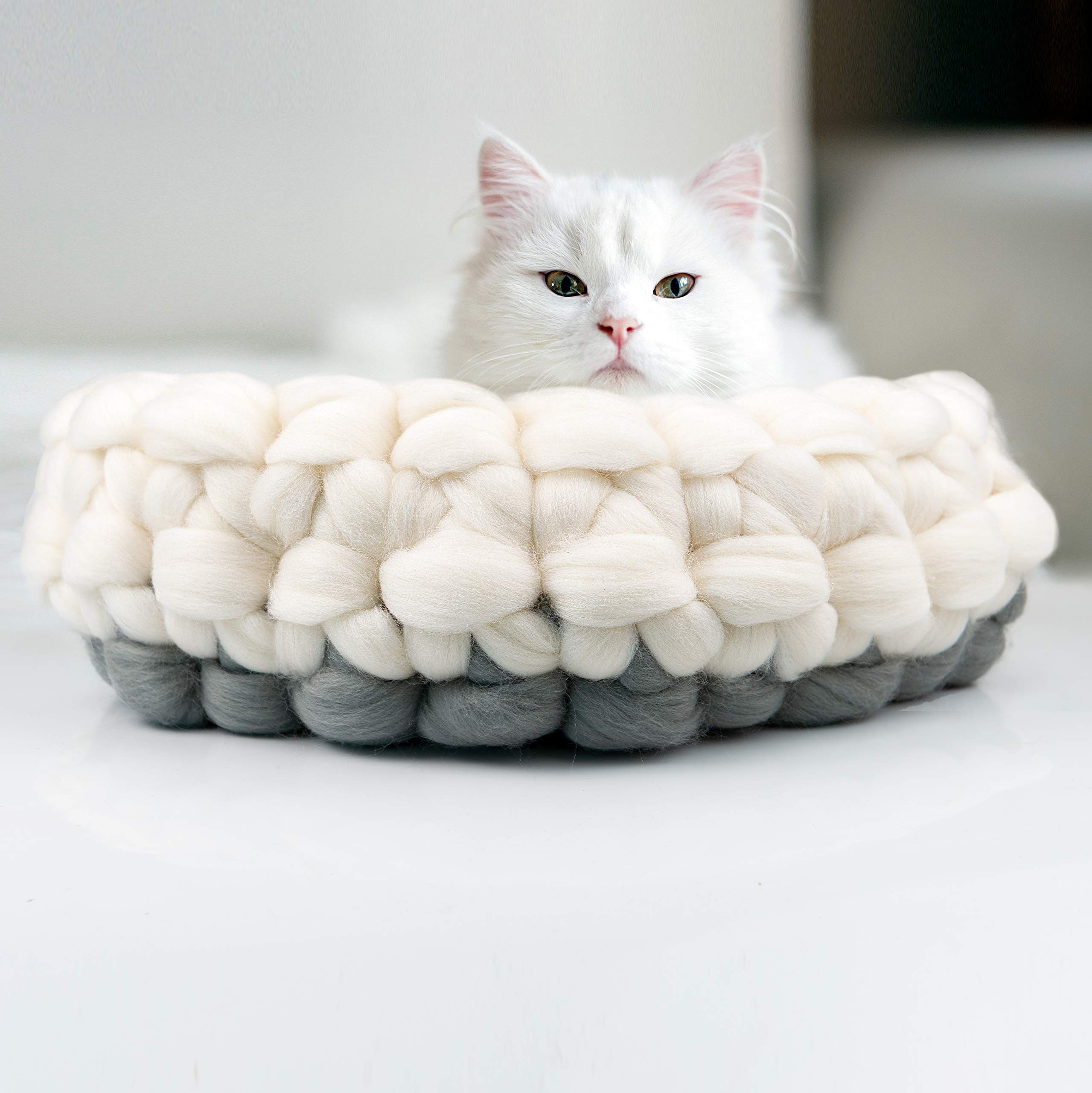 BureBure White Grey Woolen Cat Bed Basket Handmade in Europe, Chunky Knitted Pet Bed Round