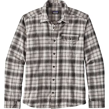 759a94ba2eb9 Amazon.com  Patagonia Men s Long-Sleeved Lightweight Fjord Flannel ...