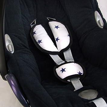 Bambiniwelt Universal 3tlg Set Gurtpolster Schrittpolster Für Maxi Cosi Römer Etc Weiss Mit Blauen Sternen Babyschalen Gruppe 0 Xx Baby